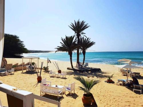 Uma praia perto do apart-hotel