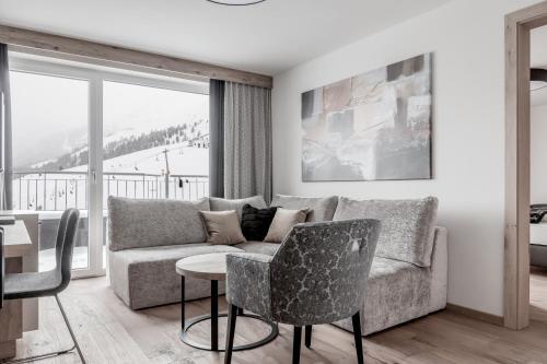 A seating area at Hotel Enzian Hochsölden Superior