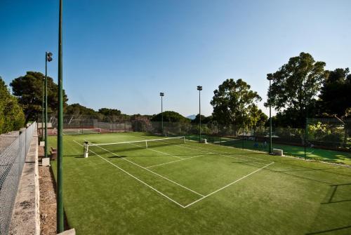 Tennis och/eller squashbanor vid eller i närheten av Formentor, a Royal Hideaway Hotel