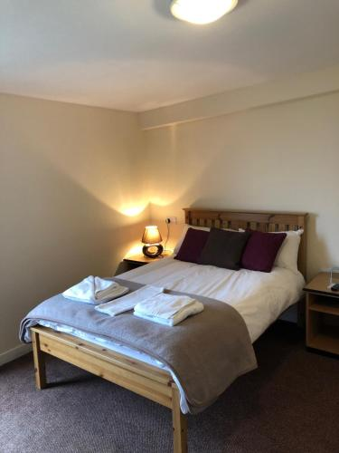 A bed or beds in a room at The Brae Hotel