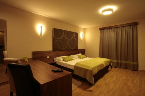 A bed or beds in a room at Bed and breakfast Villa Dobravac