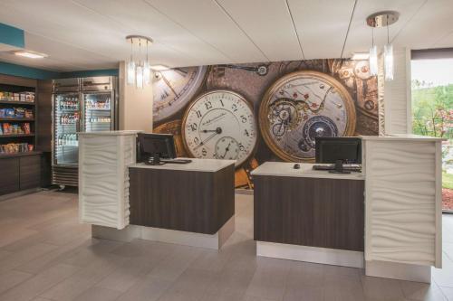 The lobby or reception area at La Quinta by Wyndham Sturbridge