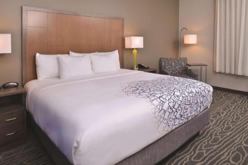 A bed or beds in a room at La Quinta by Wyndham Page at Lake Powell