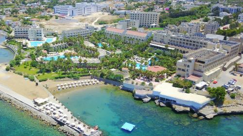 A bird's-eye view of Oscar Seafront Resort & Casino