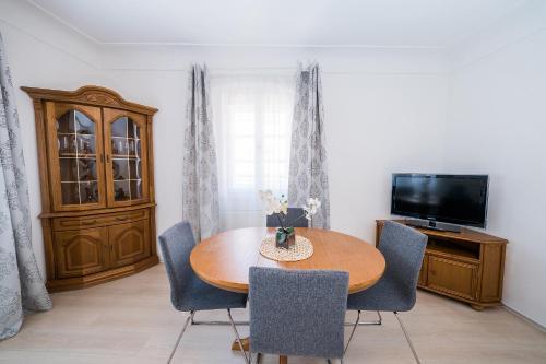 A seating area at Apartments Pushkin