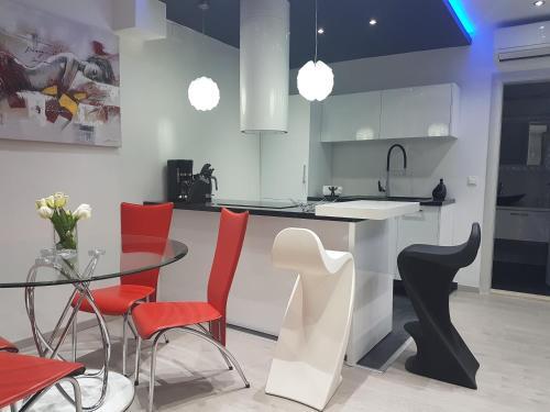 A kitchen or kitchenette at Familia City Center Apartments