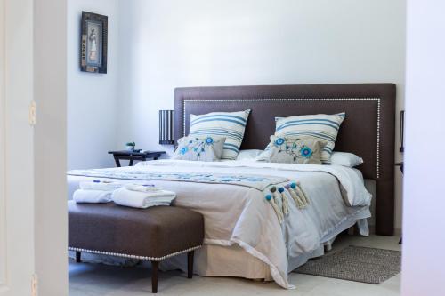 Una cama o camas en una habitación de Huellas del Trapiche Apart