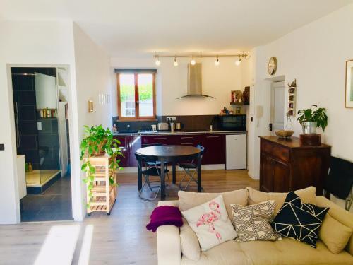 A kitchen or kitchenette at Anna's gîte