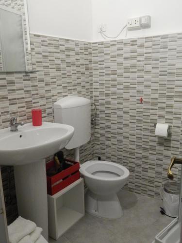 A bathroom at B&B RESTO AL SUD