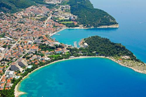 A bird's-eye view of Makarska City Bay Studios