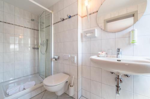 A bathroom at Hotel Neudeck