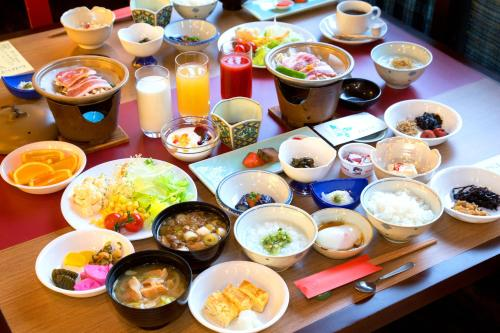 Breakfast options available to guests at Tachibanaya