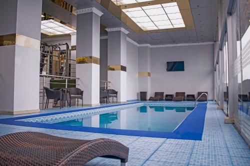 The swimming pool at or close to Luxury Inkari Hotel