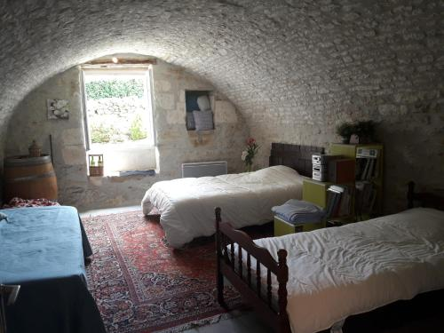 A bed or beds in a room at Les Chambeaux