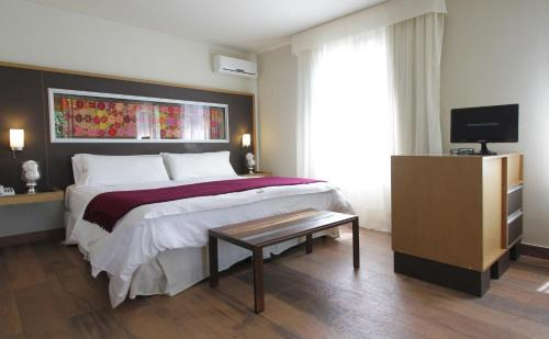 A bed or beds in a room at Plaza Paradiso Petit Hotel