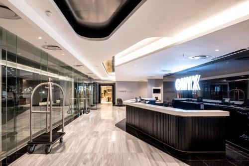 Lobby/Rezeption in der Unterkunft The Onyx Apartment Hotel