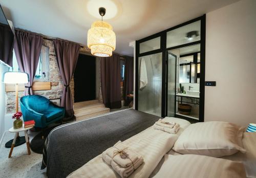 A bed or beds in a room at eM Room Zadar