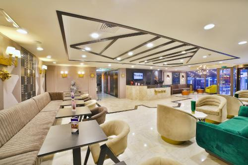 The lounge or bar area at Four Sides Taksim Lion Hotel&Spa