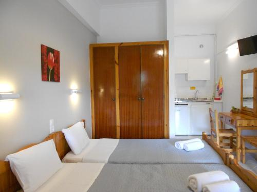A bed or beds in a room at Anemona Studios