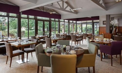 A restaurant or other place to eat at DoubleTree by Hilton Stratford-upon-Avon, United Kingdom