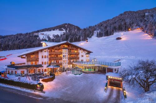 Apparthotel Talhof, Restaurant, Pool und Spa during the winter