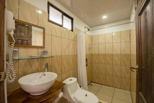 Un baño de Hotel Secreto La Fortuna