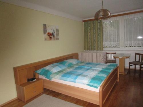 Ein Bett oder Betten in einem Zimmer der Unterkunft Dorfwirtshaus Rauch