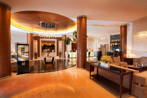 The lobby or reception area at Copthorne Hotel Baranan