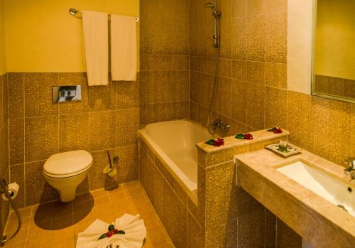 A bathroom at Les Jardins de Toumana