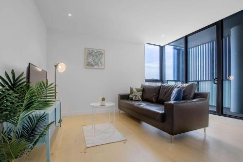 A seating area at 80*EvelynGreen*2BR1Bth Apt*Collingwood* Close CBD