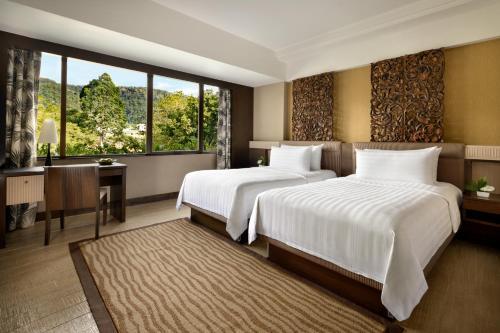 A bed or beds in a room at Shangri-La Golden Sands, Penang