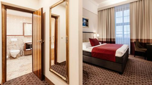 Кровать или кровати в номере Grandhotel Brno
