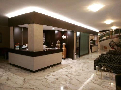 The lobby or reception area at Hotel Reali