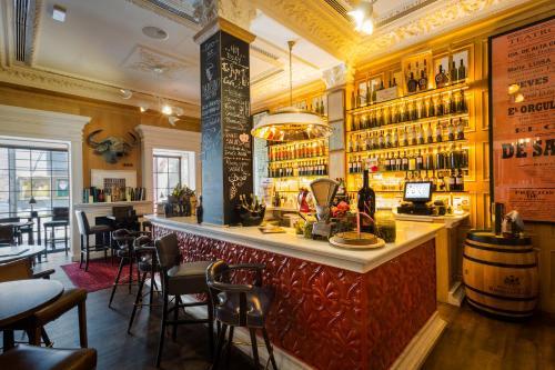 El salón o zona de bar de Only YOU Boutique Hotel Madrid