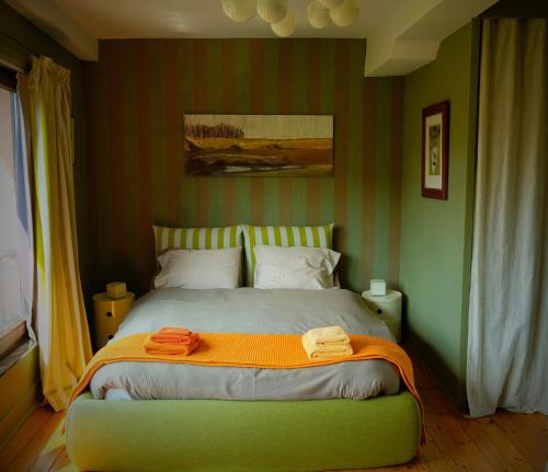 A bed or beds in a room at B&B Compagnons11