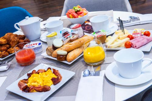 Breakfast options available to guests at Seeko'o Hotel Bordeaux