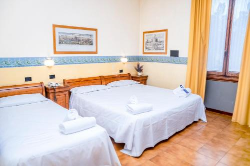 A bed or beds in a room at iH Hotels Firenze Select