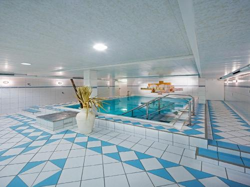 The swimming pool at or close to Art Hotel Aachen