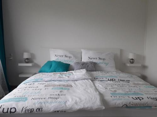 A bed or beds in a room at Luxury Living Apartment