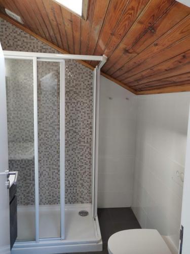 Un baño de Stone Obidos Hostel