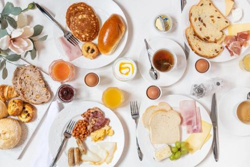Breakfast options available to guests at Boutique Hotel Sablon