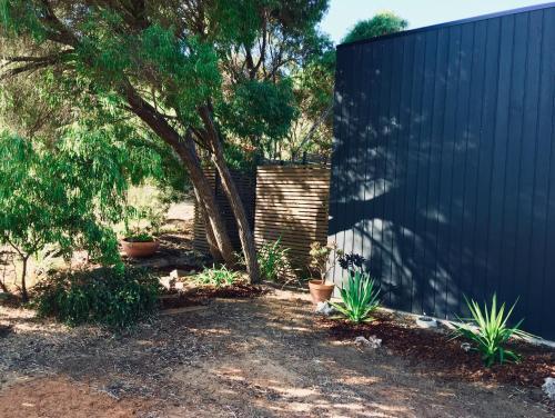 A garden outside 41 Grunters Accommodation
