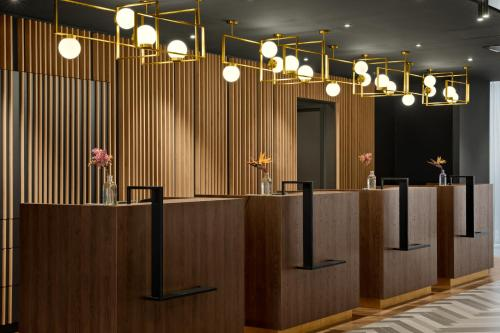 The lobby or reception area at Renaissance Amsterdam Schiphol Airport Hotel