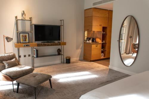 A television and/or entertainment center at Lincoln Plaza London, Curio Collection By Hilton