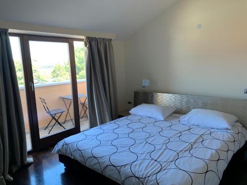 A bed or beds in a room at Hotel Villa Cittar