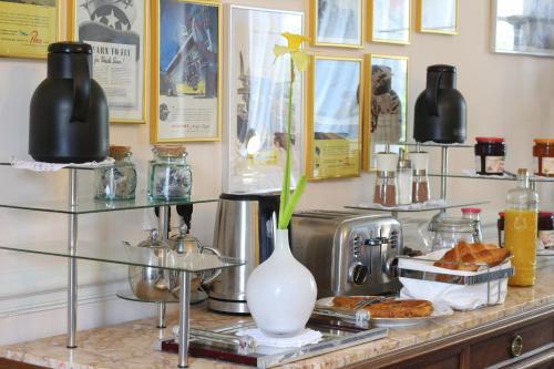 Cuisine ou kitchenette dans l'établissement DDay Aviators Le Manoir