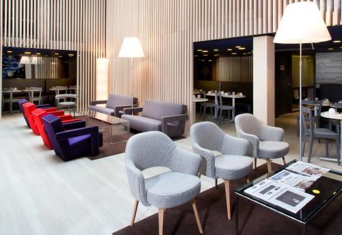 De lounge of bar bij Libertel Gare de L'Est Francais