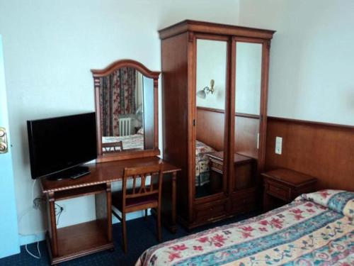 A television and/or entertainment center at Hotel Continental Gare du Midi