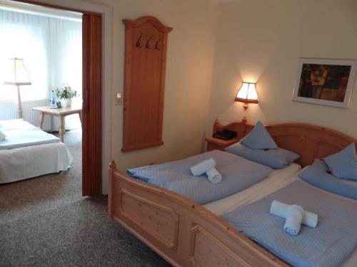 Ein Bett oder Betten in einem Zimmer der Unterkunft Haus am Walde