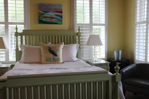 A bed or beds in a room at Beachview Inn and Spa